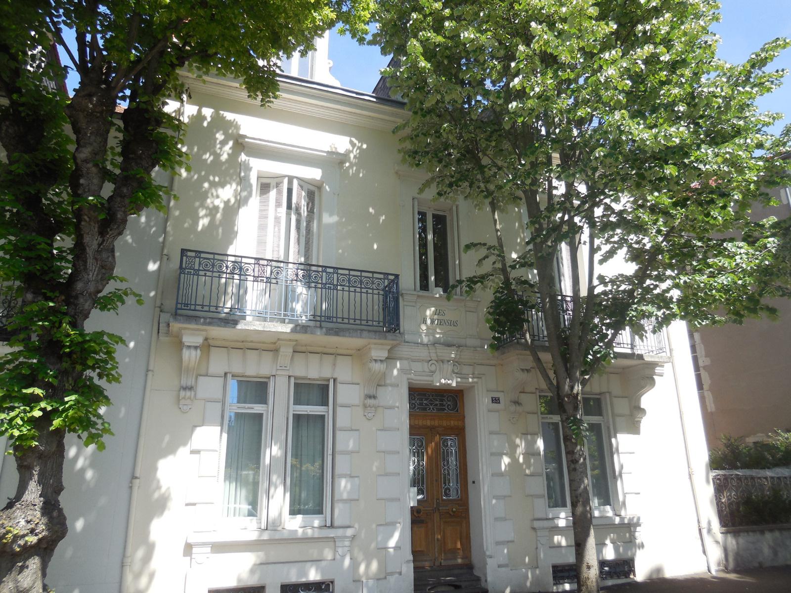 Vente vichy centre maison bourgeoise enti rement r nov for Maison bourgeoise