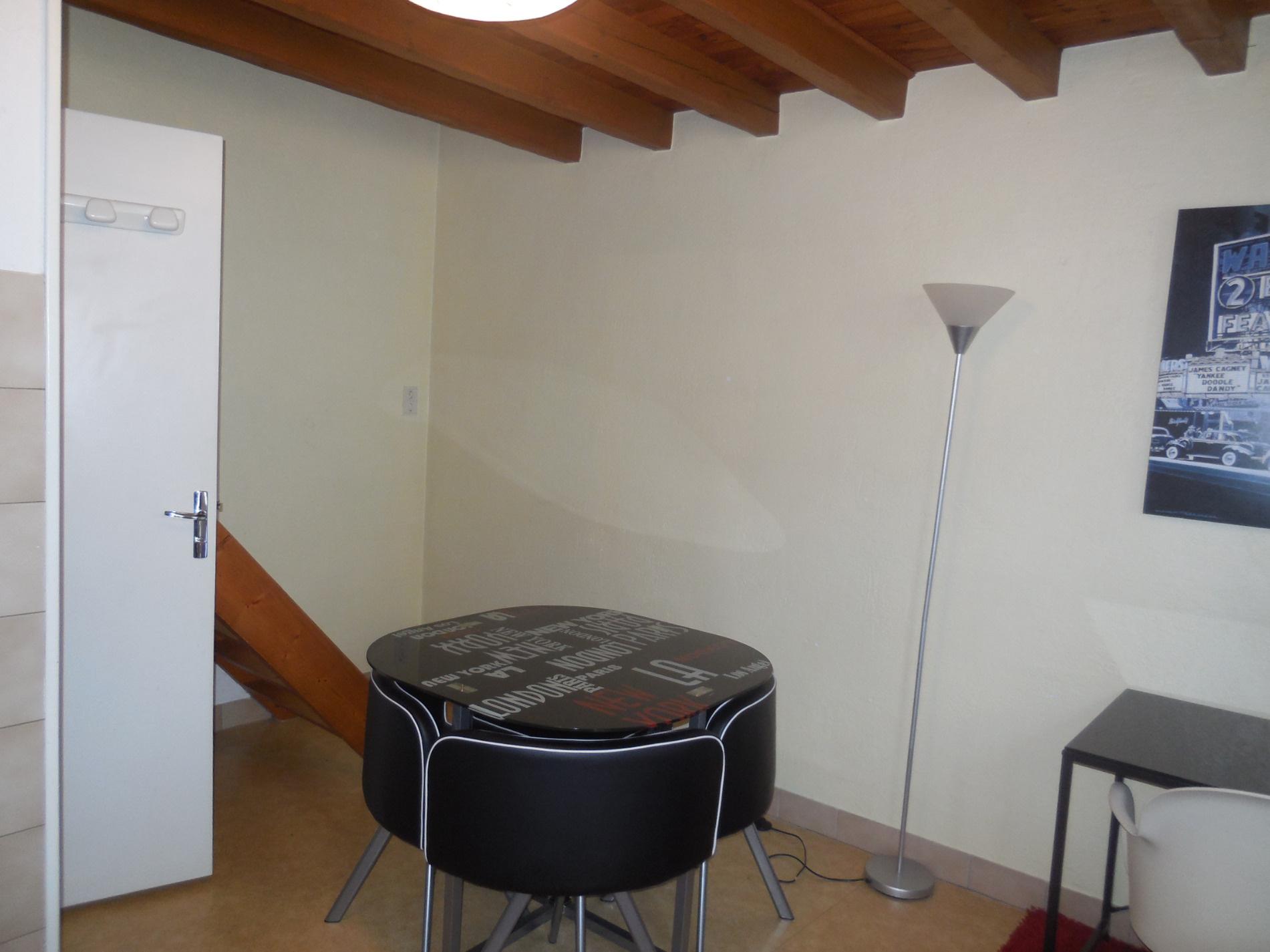 location studio meubl pr che du p le lardy. Black Bedroom Furniture Sets. Home Design Ideas