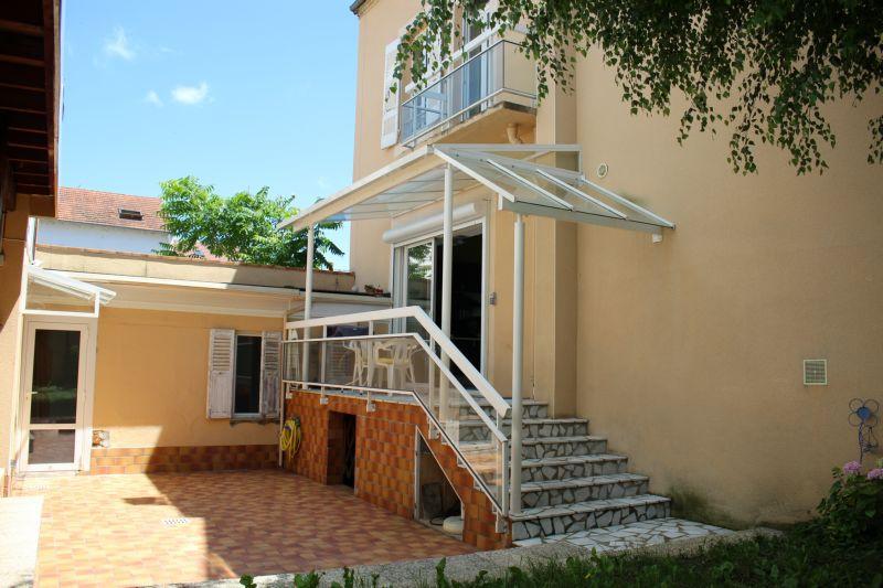 vente maison villa quartier de france maison 180m2 avec jardin et appenti voiture studio. Black Bedroom Furniture Sets. Home Design Ideas